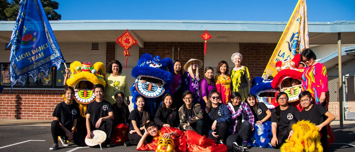 LQHS lion dancers join in for a group photo